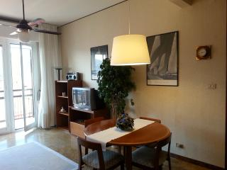 2 bedroom Condo with Elevator Access in Spotorno - Spotorno vacation rentals
