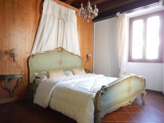 CA'DINORA -VENETIA appartamento- - Bardolino vacation rentals