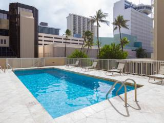TROPICAL STUDIOS  IN WAIKIKI - FREE PARKING & WIFI - Honolulu vacation rentals