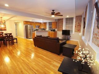 Hosteeva French Quarter 2Bdr Luxury Suite 301 - New Orleans vacation rentals