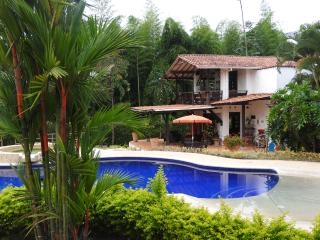 BEAUTIFUL COUNTRY HOUSE - Pereira vacation rentals