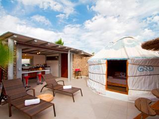 Eco Chico Yurt, 300mt to Beach, Solar Heated Pool, Eco Village, Hen House, Park. - Arrieta vacation rentals