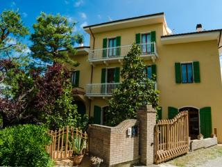 Dimora di Campagna Cocci Grifoni - Montepulciano - Ripatransone vacation rentals