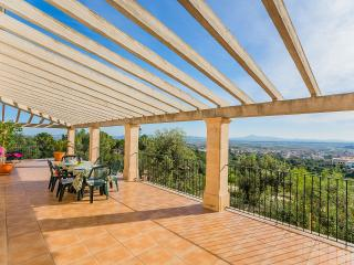 Beautiful 3 bedroom Vilafranca de Bonany Villa with Internet Access - Vilafranca de Bonany vacation rentals