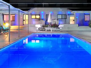 vication and holiday property with shard pool - Had Nes vacation rentals