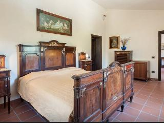Gorgeous Bed and Breakfast with Television and Mountain Views - Cantiano vacation rentals