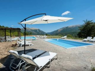 Gorgeous 1 bedroom Cantiano Bed and Breakfast with Mountain Views - Cantiano vacation rentals