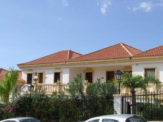 Luxury 2 be 2 bath Apartment south tenerife - Adeje vacation rentals