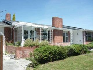 Vegetarian Yoga Lovers <3 - Christchurch vacation rentals