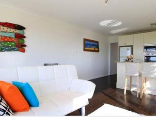 2 bedroom Condo with House Swap Allowed in Narrabeen - Narrabeen vacation rentals