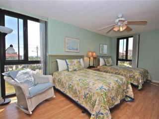 Spacious Unit at Enclave #302A which Sleeps 6 and is across the street from the Beach! - Destin vacation rentals