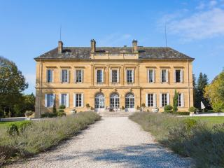 Lovely 17 bedroom Lanouaille House with Private Outdoor Pool - Lanouaille vacation rentals