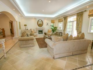 Gorgeous 5 bedroom Quinta do Lago House with Private Outdoor Pool - Quinta do Lago vacation rentals