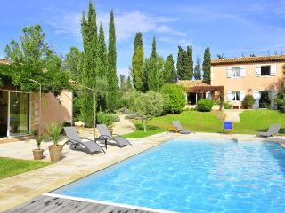 Gorgeous House in Saint-Remy-de-Provence with Private Outdoor Pool, sleeps 6 - Saint-Remy-de-Provence vacation rentals