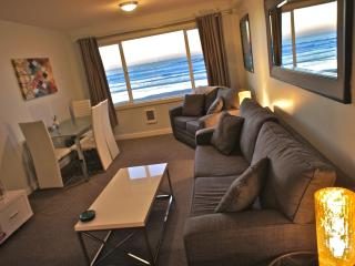 Buoy Wonder - Unbeatable beach view and access! - Lincoln City vacation rentals