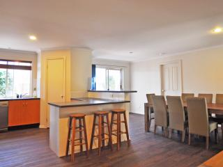 Perfect 4 bedroom House in Inverloch with A/C - Inverloch vacation rentals