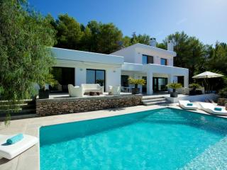 Beautiful 4 bedroom Villa in San Agusti des Vedra - San Agusti des Vedra vacation rentals