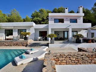 Beautiful 4 bedroom Villa in San Agusti des Vedra - San Agusti des Vedra vacation rentals