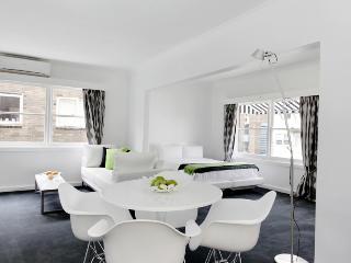 'St James' Studio Apartment / Apartment 1 - Melbourne vacation rentals