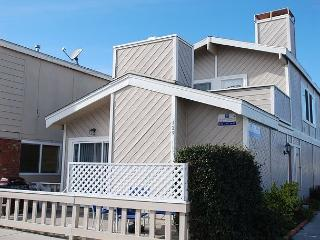 Great Price! Spacious Lower Duplex, 1 Block from Beach! (68202) - Newport Beach vacation rentals