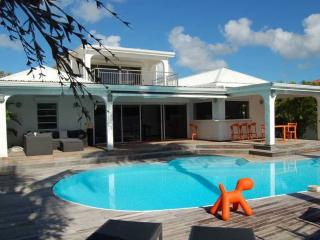 A peaceful haven with swimming pool and Jacuzzi - Nettle Bay vacation rentals