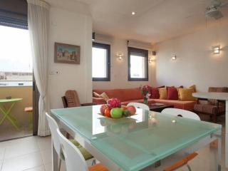 1 Min to the Beach, 60m2, Lift Free Parking & WiFi - Tel Aviv vacation rentals
