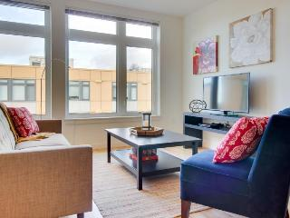 Chic lakefront condo w/ building amenities - Dogs welcome! - Seattle vacation rentals