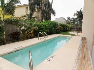 Great dog-friendly w/ shared swimming pool & beach access! - South Padre Island vacation rentals