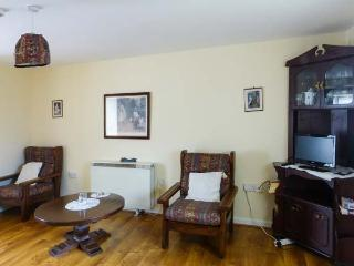 APARTMENT NO. 1, pet-friendly apartment, close pub, good walking, Clogheen Ref 923590 - Cahir vacation rentals