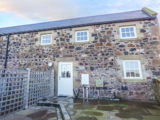 HIGH HEMMEL HOUSE, stone-built, hot tub, woodburner, parking, garden, in Embleton, Ref 930497 - Embleton vacation rentals