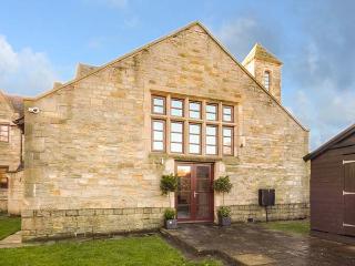 BRIDGE HOUSE en-suite shower, WiFi, woodburning stove, enclosed garden in Wolsingham. Ref 930409 - Wolsingham vacation rentals