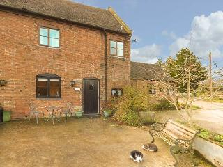 BLUEBELL COTTAGE, Grade II listed barn conversion, farmhouse-style kitchen, countryside views, Ashbourne, Ref 930924 - Ashbourne vacation rentals