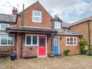 CAMERON'S COTTAGE, WiFi, garden, off road parking, Swaffham, Ref 931499 - Swaffham vacation rentals