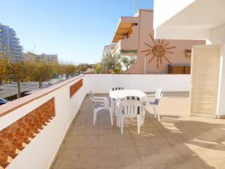 Bright 2 bedroom Apartment in Empuriabrava with Stove - Empuriabrava vacation rentals