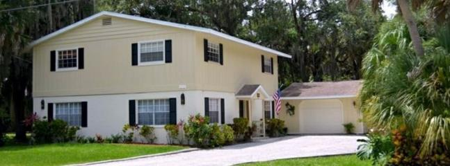 """Rare 5 Bedroom Colonial Home on large private lot. - """"Zen's Villa"""" 5 Bedroom 2 Story 3 Miles to Beach - South Venice - rentals"""