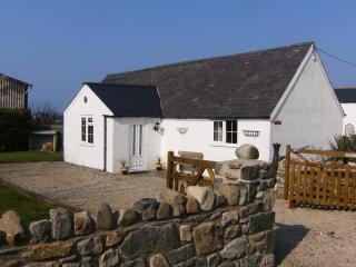 Gorgeous 2 bedroom Aberdaron Cottage with Satellite Or Cable TV - Aberdaron vacation rentals