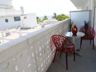 Beautiful Deluxe Jr. Suite on Ocean Dr w/ balcony - Miami Beach vacation rentals