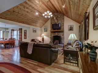 Nice 3 bedroom Highlands Cabin with Deck - Highlands vacation rentals