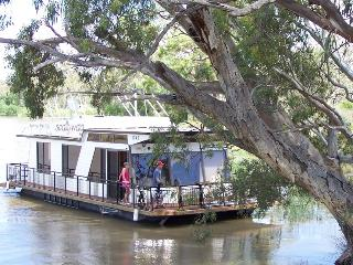 Scallywag- 2 Bedroom Houseboat (small 2 - 4 berth) - Blanchetown vacation rentals