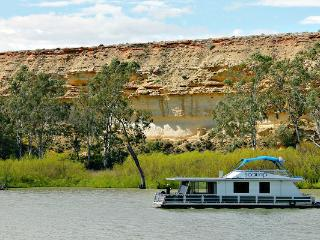 Scamp - 2 Bedroom Houseboat (small 2 - 4 berth) - Blanchetown vacation rentals