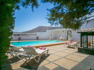 Spacious 4 bedroom Villa in Puerto Del Carmen with DVD Player - Puerto Del Carmen vacation rentals