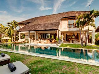 ABACA, Luxury 8 Bedroom Large Pool Villa, Petitenget - Kerobokan vacation rentals