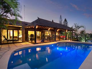 The Bali Hut on water in Sorrento, near Surfer's - Bundall vacation rentals