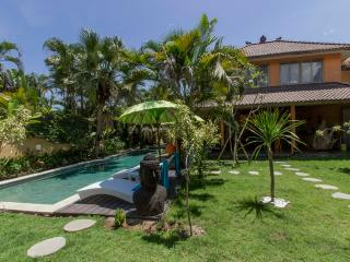5 bedrooms villa 600m from beach - Seminyak vacation rentals