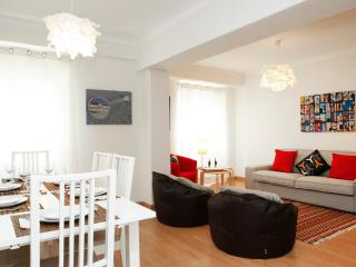 Family central apartment in São Pedro do Estoril - Estoril vacation rentals