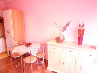 Cozy 1 bedroom Condo in Porcia with Linens Provided - Porcia vacation rentals