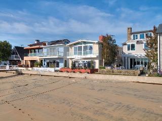 Beautiful Bayfront with 4 bedrooms & 5 bathrooms on Balboa Island - Newport Beach vacation rentals