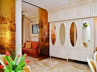 Apartament Empire Stare Miasto - Warsaw vacation rentals