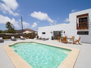 Lovely 1 bedroom Apartment in Tiagua with Internet Access - Tiagua vacation rentals
