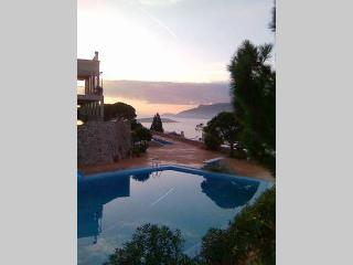 2 bedroom House with Internet Access in Porto Rafti - Porto Rafti vacation rentals